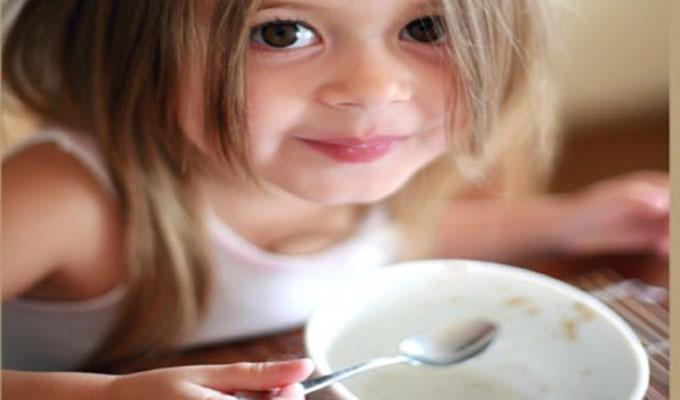 petit-déjeuner-fille