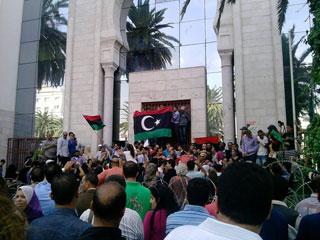 societe_des-proprietaires-de-cliniques-privees-protestent-devant-lambassade-de-libye-a-tunis