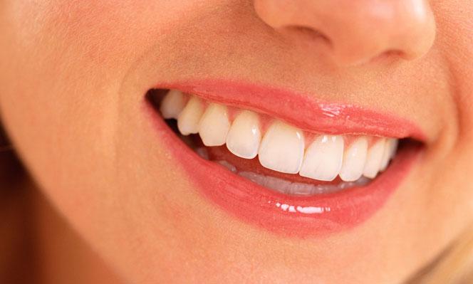 bien-etre_une-banane-pour-des-dents-plus-blanches_d