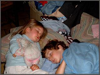 famille_mon-enfant-ne-veut-pas-dormir-dans-son-lit-que-faire2