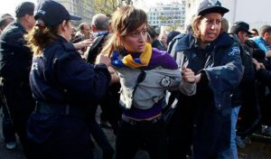 algerienne-arretee-par-la-police