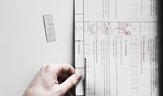 dessinez des petits rectangles sur le dos de l'auto-adhésif noir vinyle