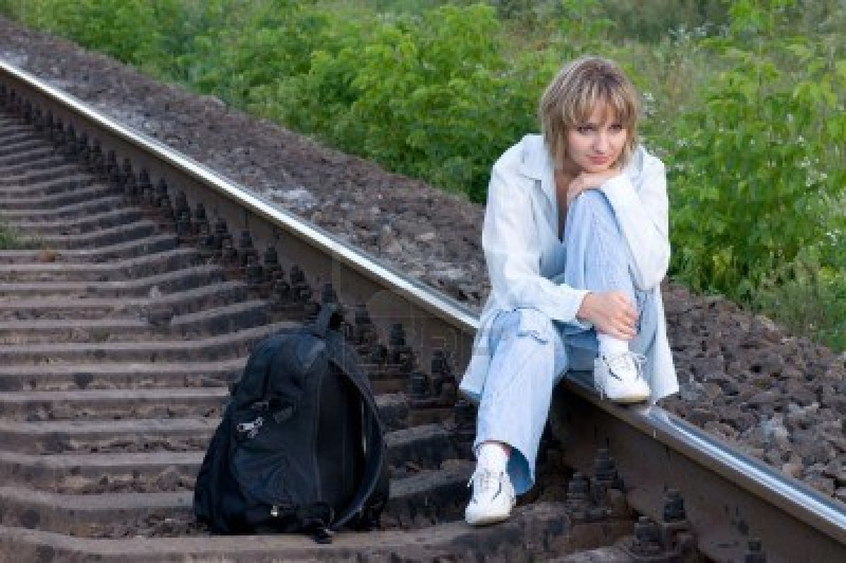 attends train