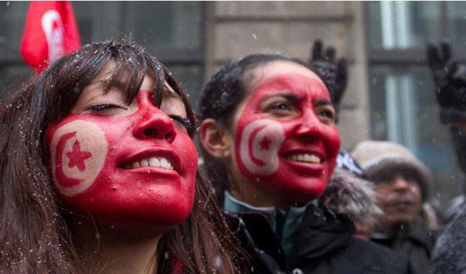 femme-tunisienne-drapeau-société