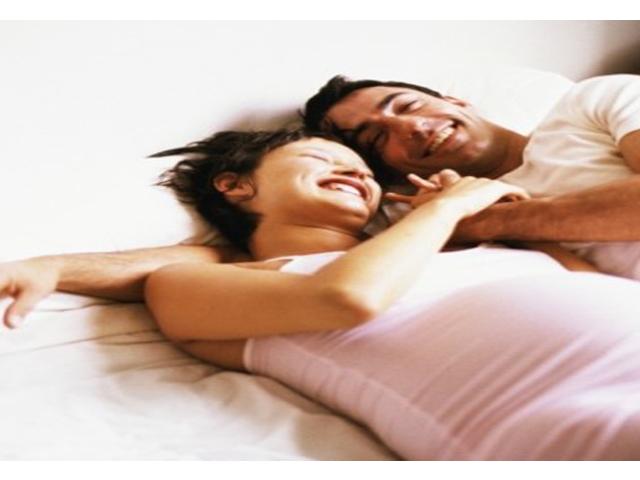 femme-enceinte-allongee-2194673_2041