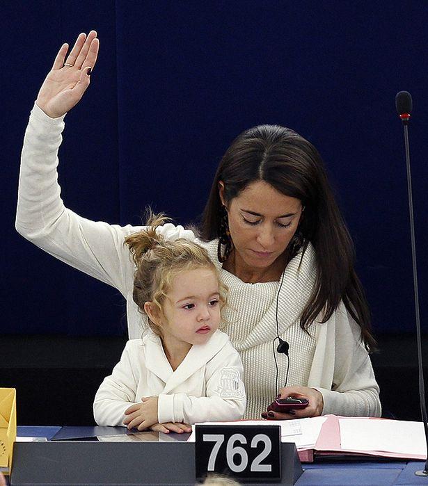 Victoria, pas toujours d'accord avec sa maman, un opinion politique qui se forge!