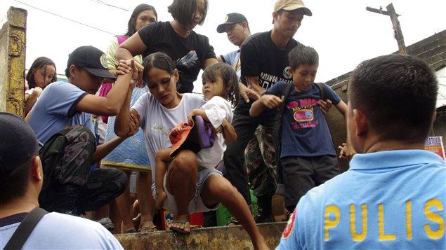 PC_131107_7k6gs_philippines-evacuation-typhon_sn635