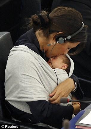la première apparition de Victoria au Parlement Européen, à l'âge de 10 mois