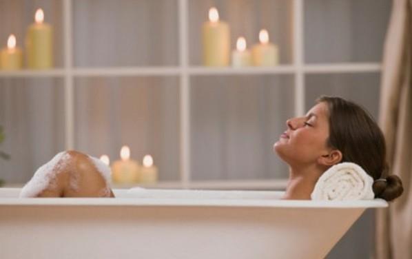 Take-a-Detox-Bath-at-Home-598x376