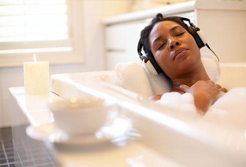 woman-relaxing-in-bubble-bath1
