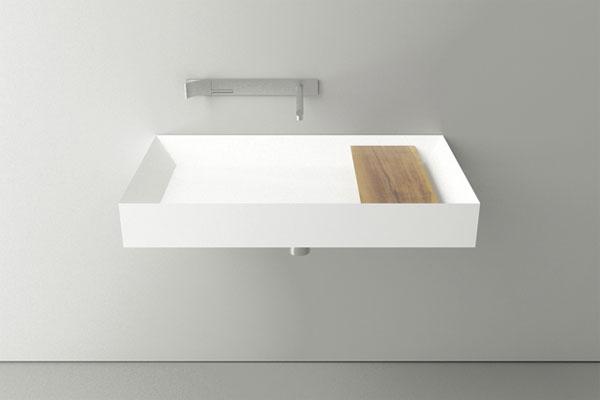le lavabo avec un design minimaliste.