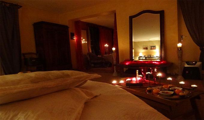 Id es romantiques de c l bration du nouvel an pour les couples Decoration chambre a coucher romantique