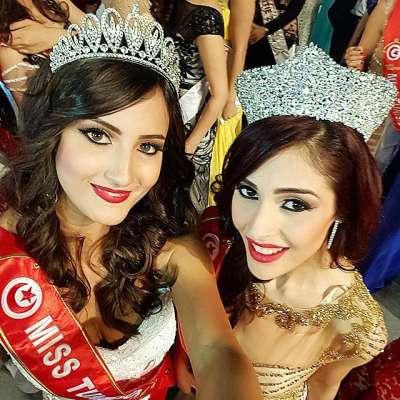 Comme le veut la tradition, le premier selfie entre Miss Tunisie 2014 et Miss Tunisie 2015