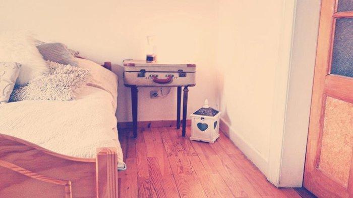 02BC000007416797-photo-homesweethome-table-de-chevet-valise