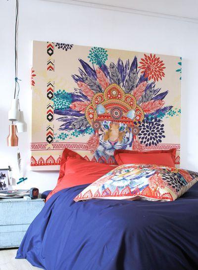 une-tete-de-lit-avec-une-taie-d-oreiller_5194093