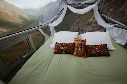 Skylodge-double-bed-537x358