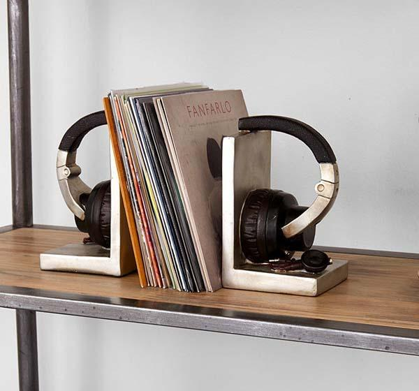 the_headphone_shaped_bookends_1