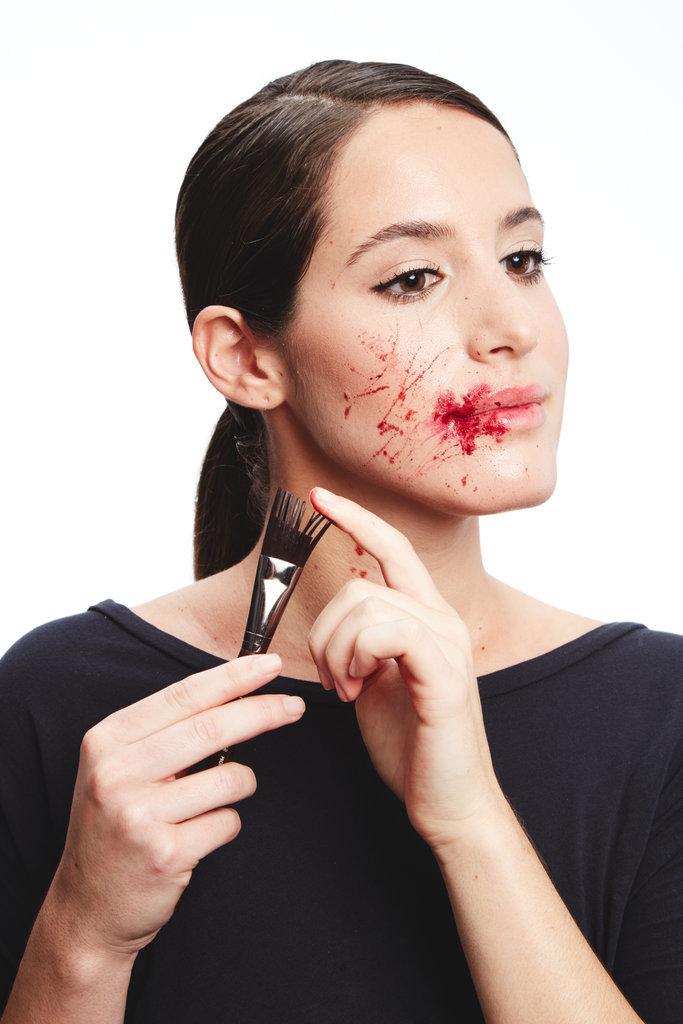 Halloween-Hack-1-How-Make-Fake-Blood (2)