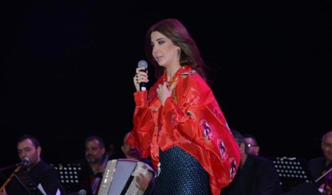 Soirée du club d\u0027Al Ahly Nancy Ajram ne portait pas une robe déchirée
