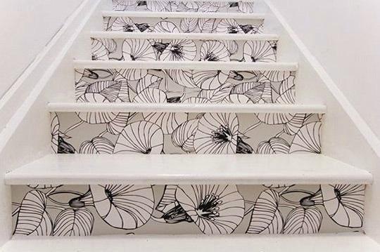 papier-peint-fleur-escaliers