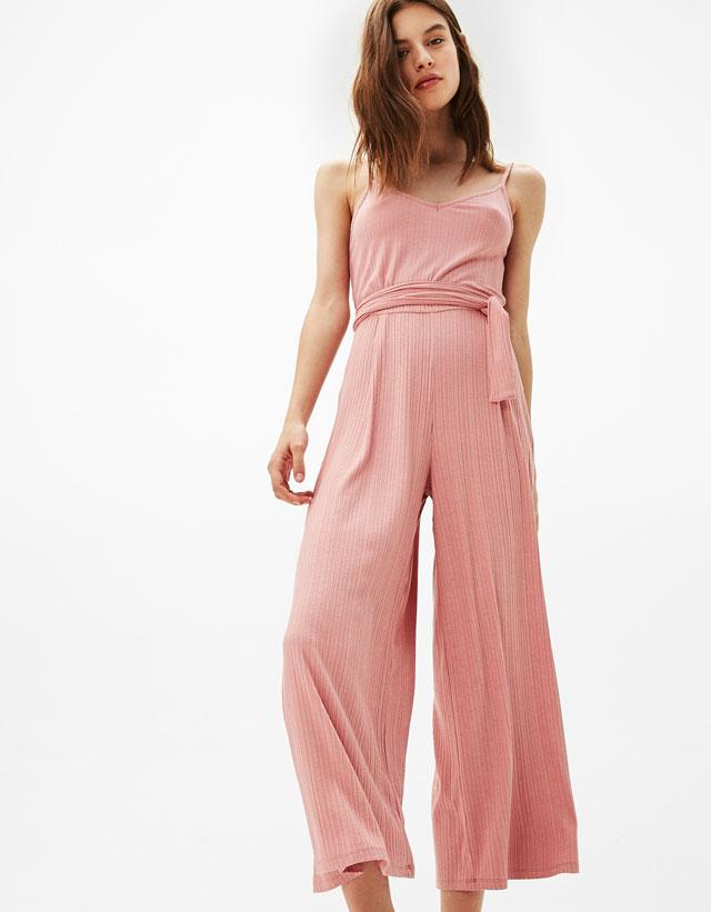 54c9888b0b4 ... les boutiques Bershka Tunisie ont lancé une nouvelle collection de  prêt-à-porter pour femmes -des robes fleuries