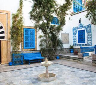 Une visite de charme en plein de c ur de sidi bou sa d for Decoration porte sidi bou said